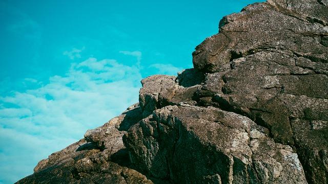 rocks-593954_640