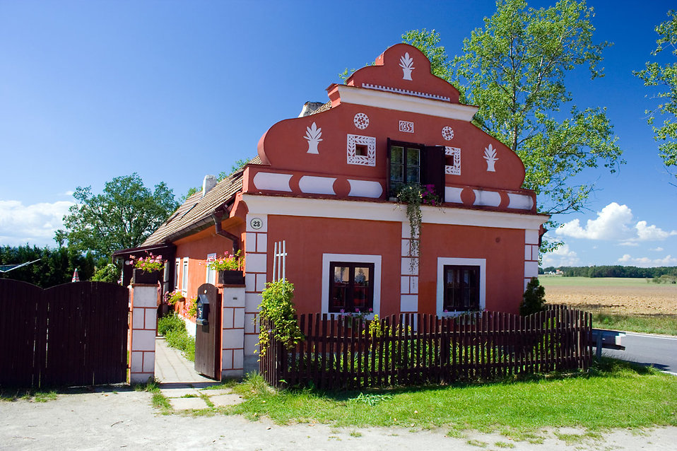 7996-a-small-red-house-pv