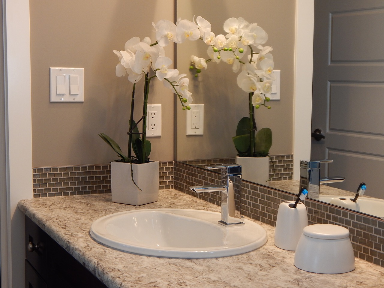 10 Tips To Decorate Your Bathroom On A Budget This Christmas Best