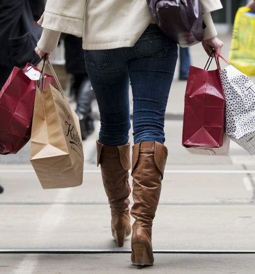 A woman carries shopping bags during the Christmas shopping season in Toronto, December 7, 2012.  REUTERS/Mark Blinch (CANADA - Tags: BUSINESS SOCIETY) - RTR3BBZ7