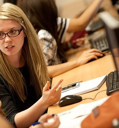 csm_Finance-trading-female-students-at-computer-1600x900_c6a67251c0