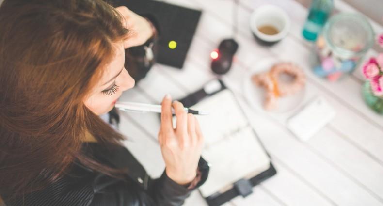 woman-hand-desk-office