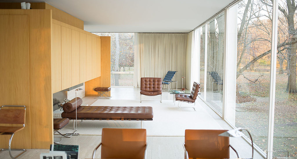 Farnsworth_House_by_Mies_Van_Der_Rohe_-_interior-2