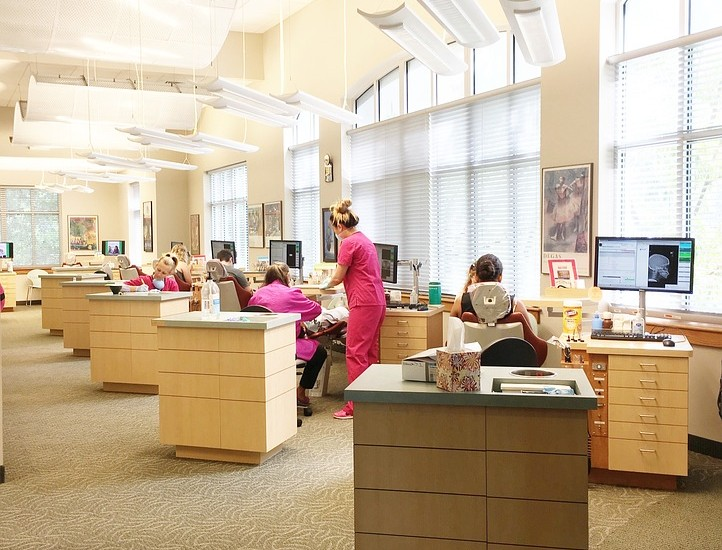 office-1586115_960_720