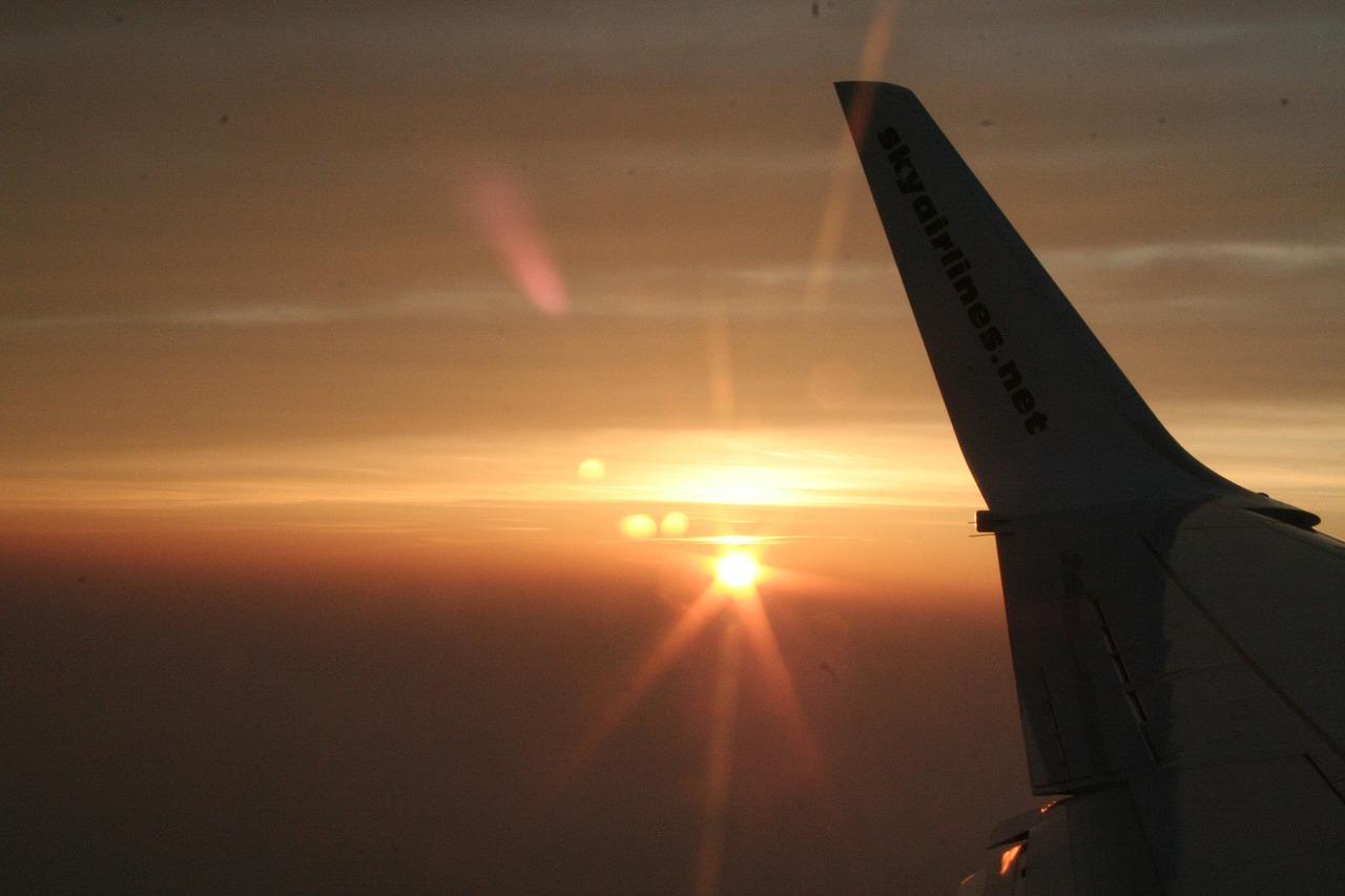 airplane-290859_1280
