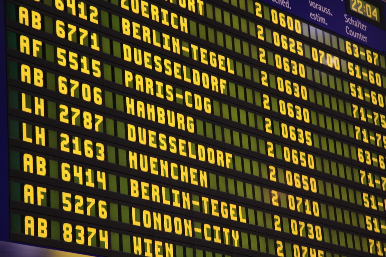 airport-285592_1280
