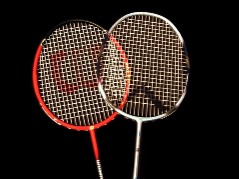 Heads_of_badminton_raquets