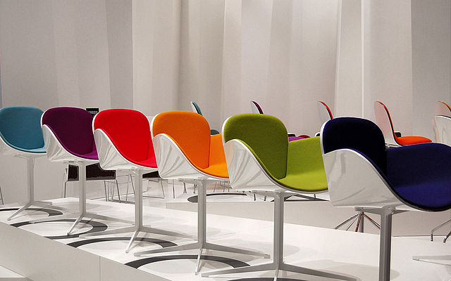 640px-Il_salone_è_mobile_color_chairs