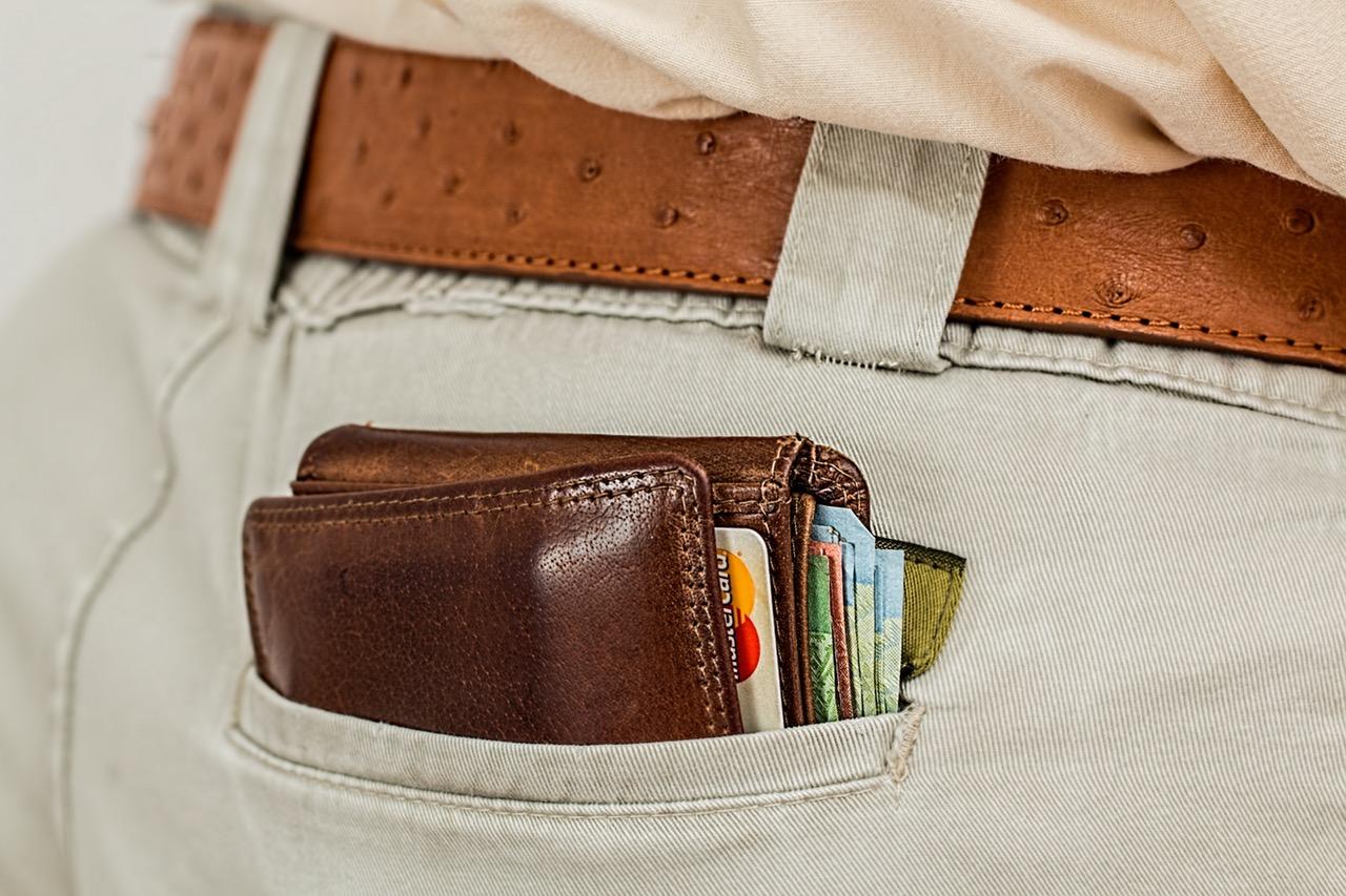 3. cash-credit-card-pocket