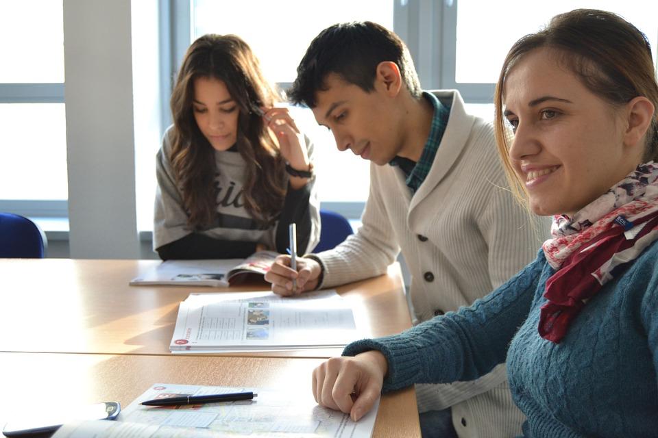 students-702090_960_720