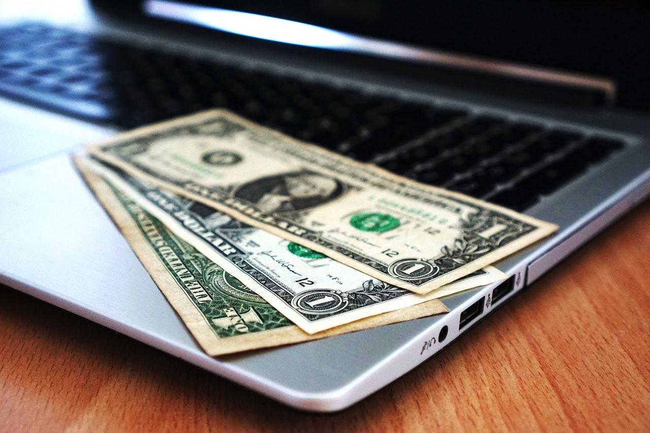 computer-buy-money-banknotes-163056