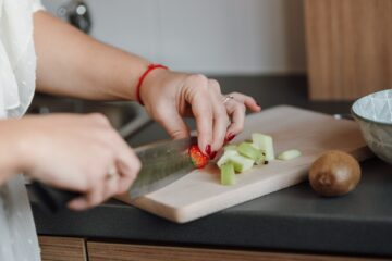 6 Advantages of Working with a Nutrition Coach to Lose Weight