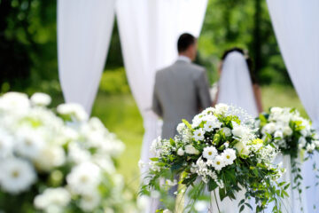 Four Tips for Picking an Outdoor Wedding Dress
