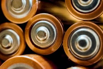 3 Unique Benefits of Performing Battery Washing in a Warehouse